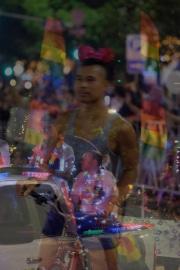 web-pride-parade3
